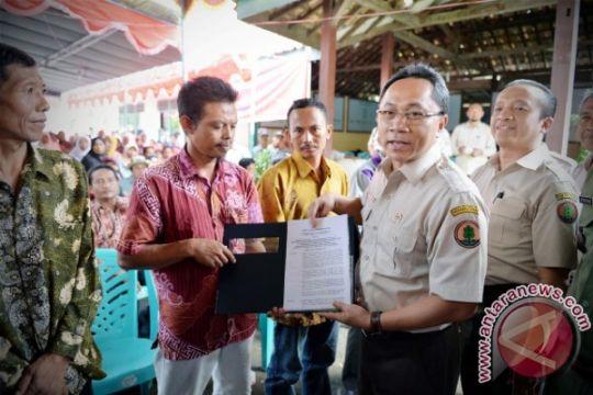 Menhut Serahkan Izin Usaha Pemanfaatan Hasil Hutan Kayu pada Hutan Tanaman Rakyat dan 4 KBR di Ogan Komering Ilir