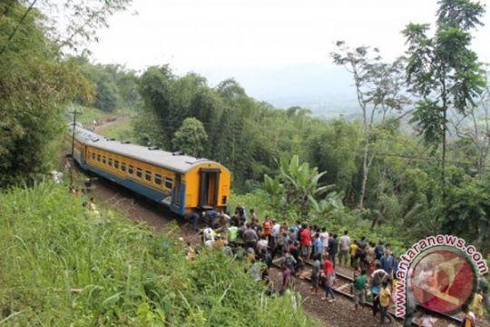 Terdampak pembangunan rel KA, pedagang di Garut-Jabar minta direlokasi