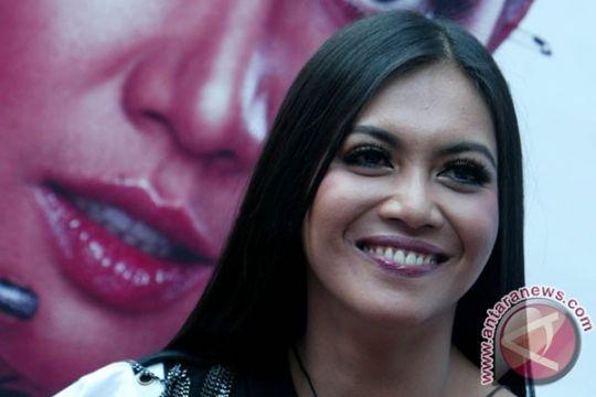 Putri Denada dapat hadiah dari Jokowi