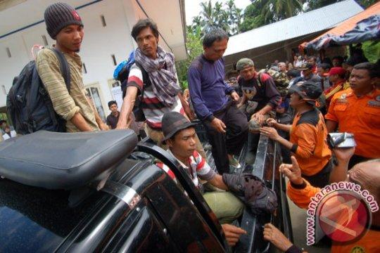 Tim medis disiagakan evakuasi rombongan DPRD