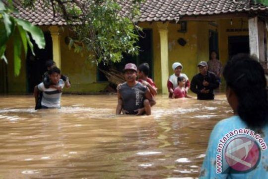 Banjir bandang di Palabuhanratu rendam dermaga pelayaran