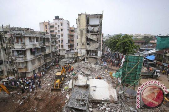 Gedung enam lantai ambruk di India, 20 orang terjebak reruntuhan
