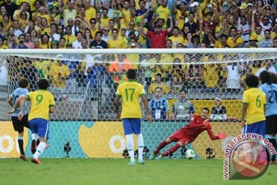 Forlan gagal cetak gol dari titik penalti