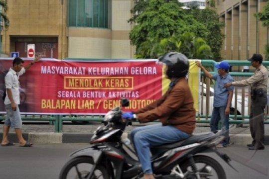 Pebalap liar di Senayan kini beraksi di hari kerja