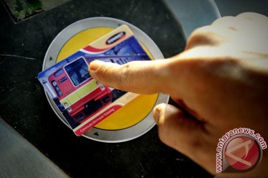 Kartu elektronik sudah dapat digunakan di seluruh stasiun KRL