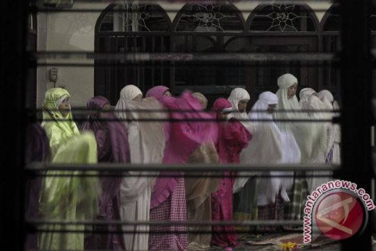 Warga Aceh penuhi masjid untuk i`tikaf