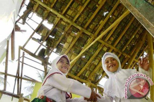 Madrasah Al Kahiriyah ambruk diterjang hujan angin