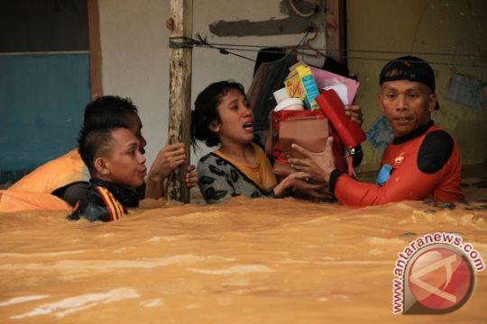 Bantuan untuk korban banjir Kendari mulai mengalir
