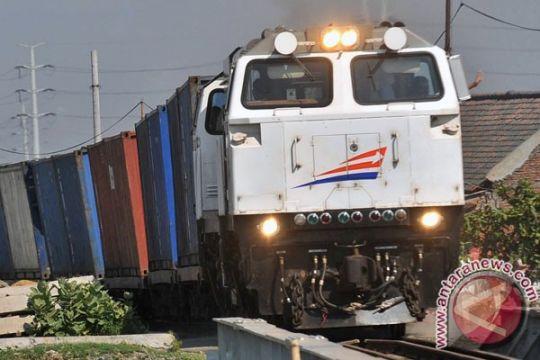 Separuh perlintasan kereta api di Semarang ditutup