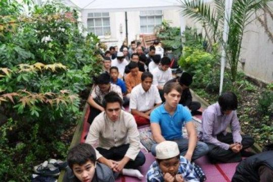 Suasana kekeluargaan  saat sholat Idul Adha 1438h di London