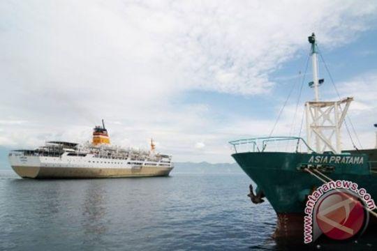 Kapal laut transportasi mudik rakyat kecil