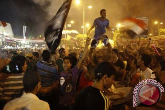 Perayaan Idul Fitri dihantui pembubaran paksa pendukung Moursi
