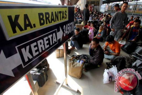 KAI Daop Jakarta berangkatkan 790.122 orang selama mudik Lebaran 2016
