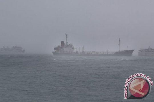 Gelombang tinggi mengintai perairan Maluku