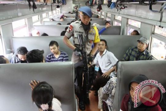 PT KAI tertibkan kereta ekonomi lokal