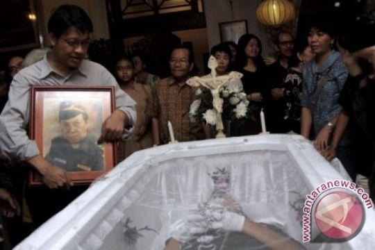 Keluarga dan kerabat hadiri upacara kremasi Kris Biantoro