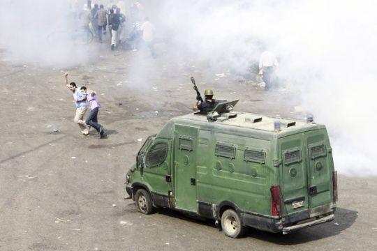 Pasukan keamanan bubarkan aksi-duduk baru pro-Moursi di Kairo