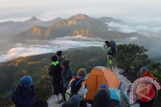 Tim gabungan evakuasi pendaki tewas di Gunung Lawu