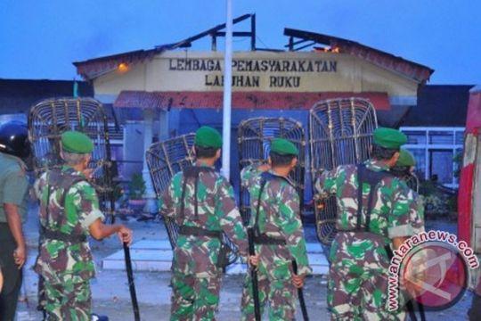 30 narapidana Labuhan Ruku kabur ketika kebakaran