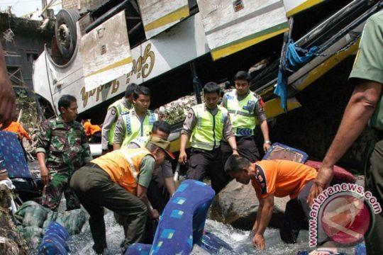 Korban jiwa kecelakaan bus Bogor jadi 19 orang