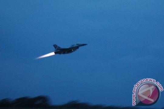 Penerbang tempur TNI AU pecahkan keheningan malam