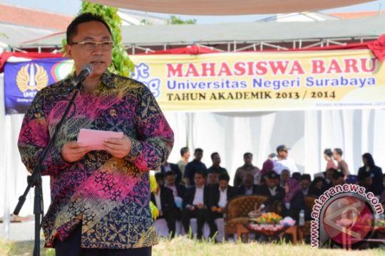 Menhut menghadiri PKKMB (Pengenalan Kehidupan Kampus Mahasiswa Baru) Universitas Negeri Surabaya (UNESA) Ketintang Surabaya, Selasa, 3 September 2013