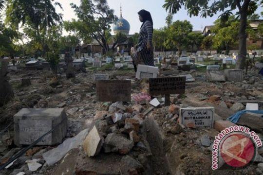 Puluhan makam di Sentani dirusak