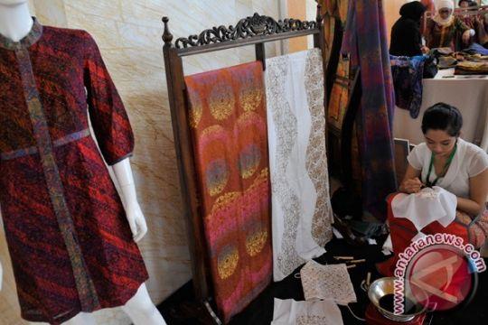 Kain ikat Bali warnai wisata pendamping pemimpin APEC