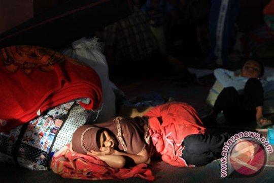 Bayi ikut mengungsi akibat letusan gunung Sinabung