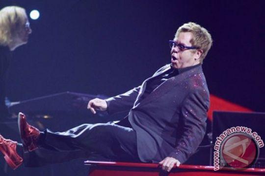 Elton John nikahi pasangan sesama jenisnya pekan ini