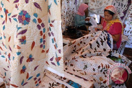 Menjaga tumbuh kembang batik Kalbar