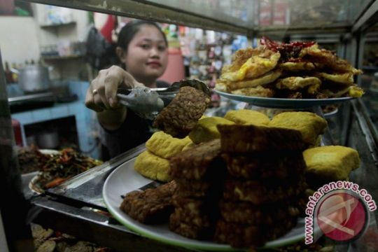 Pemkab Karawang pajaki pedagang bakso, warung nasi