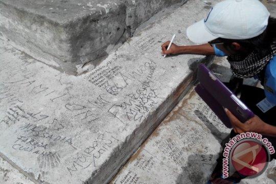Coretan nama-nama Indonesia di Jabal Rahmah