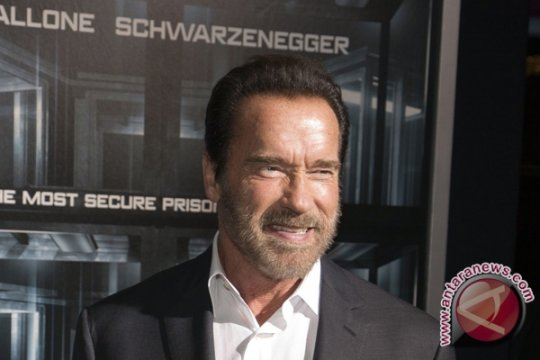Arnold Schwarzenegger ditendang di acara olahraga Afrika Selatan