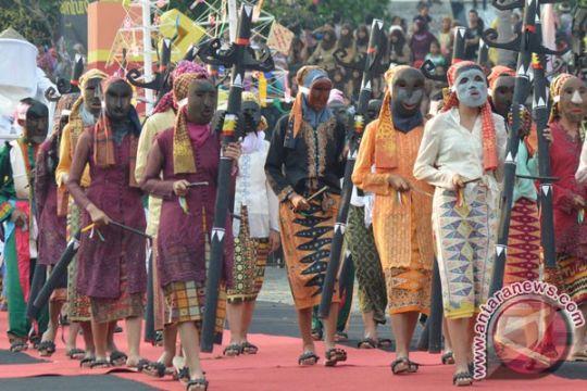 Pawai Budaya Keberagaman puncaki Lampung Krakatau Festival 2018