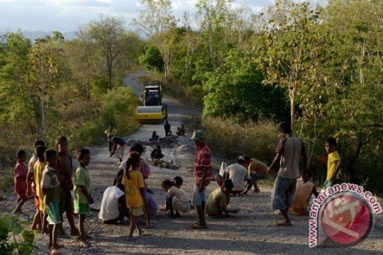 Pembangunan jalan lintas selatan Pulau Timor diharapkan berlanjut, kata tokoh adat