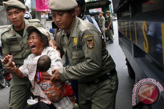 Tim gabungan razia 4 pengemis, 10 gelandangan, 21 orang gila di Medan