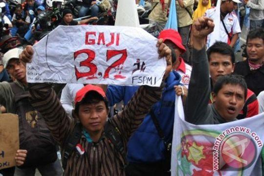 Kini, ribuan buruh sambangi DPRD DKI