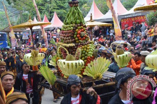 Masyarakat adat Ponorogo gelar larungan di Telaga Ngebel