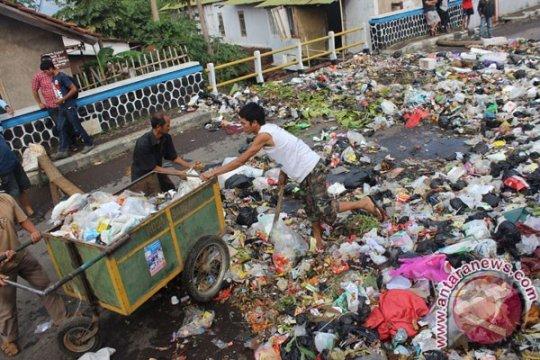 Ratusan ton sampah di Garut tidak terangkut