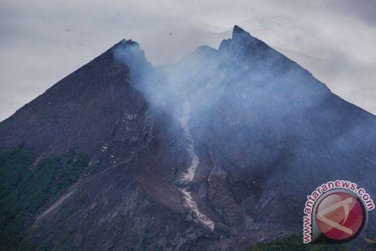 Gunung Merapi kembali erupsi freatik Selasa dini hari