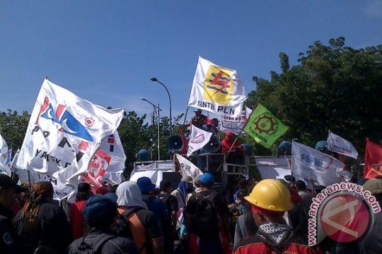 Aksi buruh timbulkan kemacetan di Jalan Merdeka Selatan