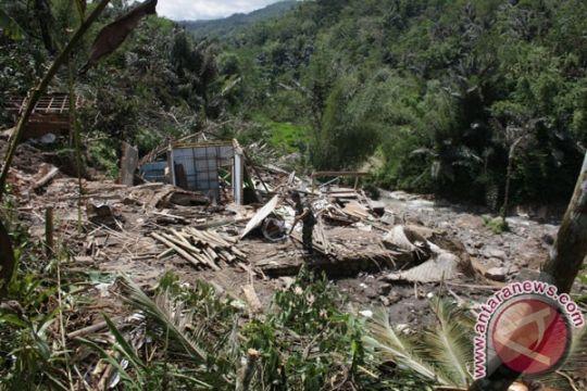 Satu rumah rusak berat terkena longsor