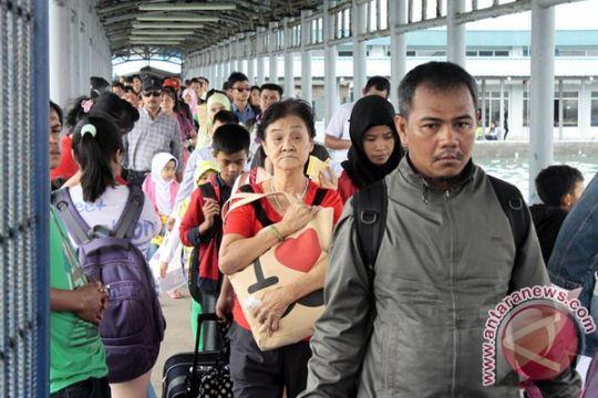 Pelabuhan Sekupang penuh sesak penumpang tinggalkan Batam