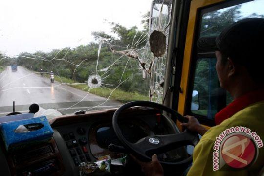 Bus rombongan umroh Wali Kota Bogor dilempari batu