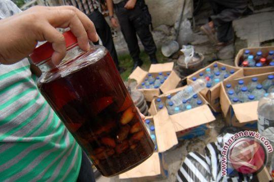 Polisi sita ratusan botol minuman beralkohol ilegal