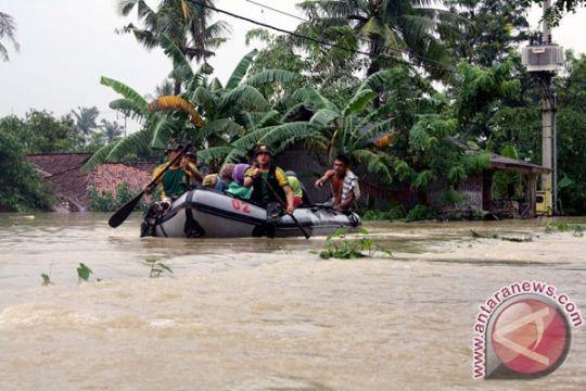 Pasokan logistik untuk korban banjir Karawang menipis