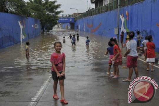 Posko Banjir Bekasi kehabisan beras