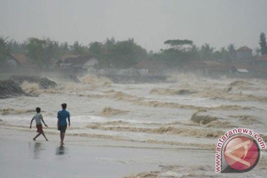 BMKG Sorong imbau nelayan waspadai ombak besar