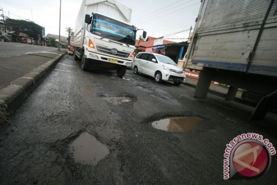 Puluhan titik kerusakan jalan di Pantura Batang